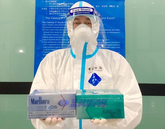 大连周水子机场海关查获八千支电子烟弹