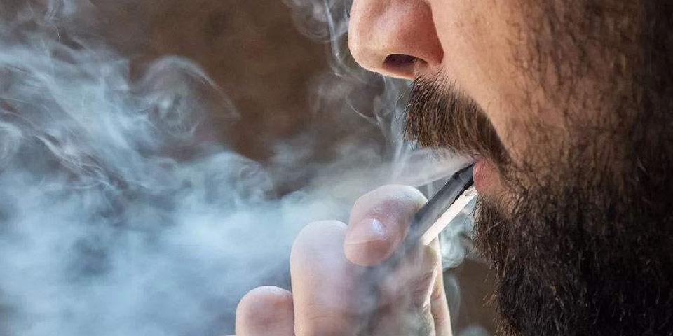 在冠状病毒感染的情况下,电子烟应该被禁止吗?为什么一些美国议员要推动这项法案