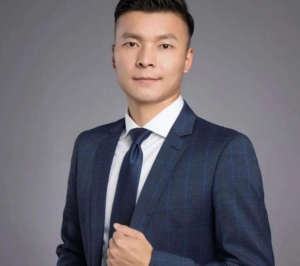 益爽电子雾化器CEO-龚自佳